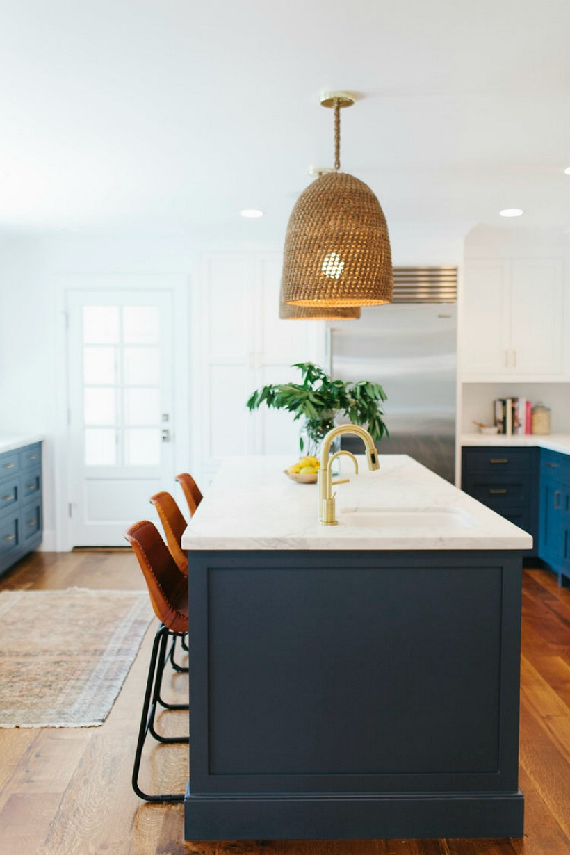 Navy painted kitchen cabinetry