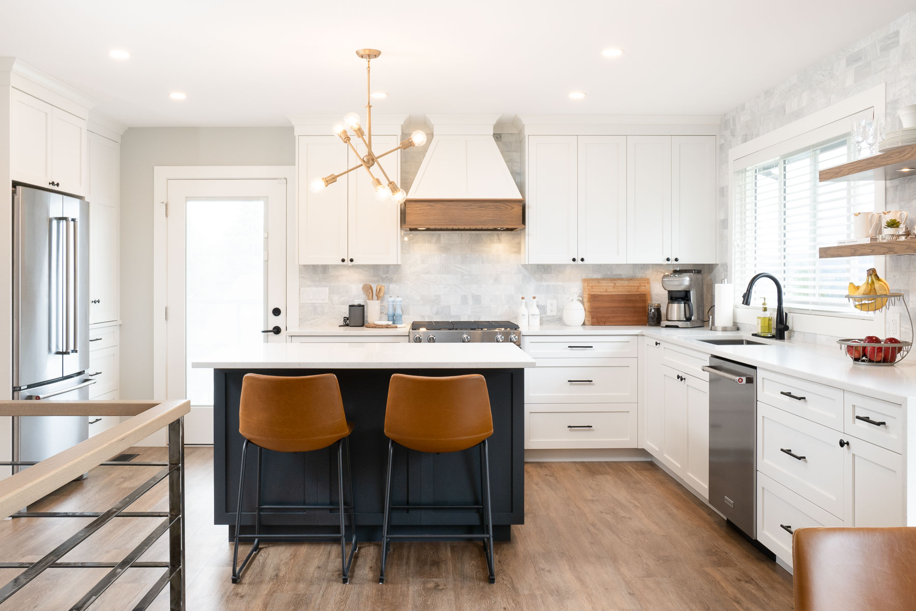 Coquitlam farmhosue chic kitchen