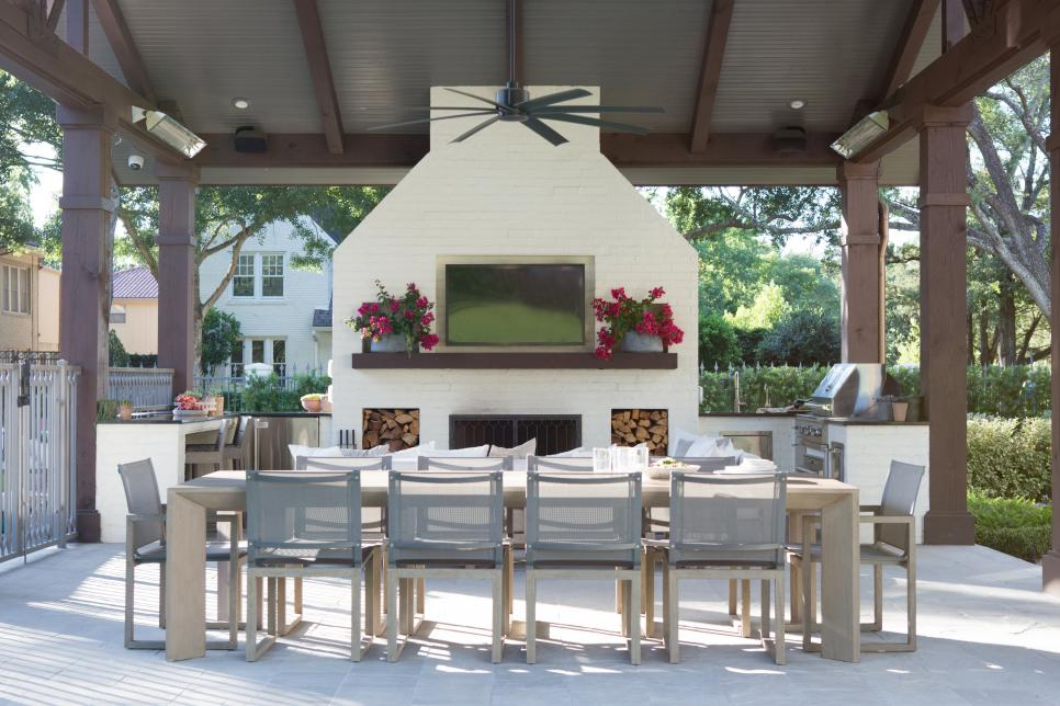 outdoor kitchgn and dining space